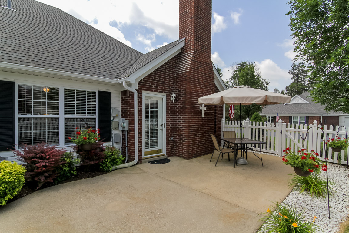 8701 Meadow Springs Way Louisville, KY Patio
