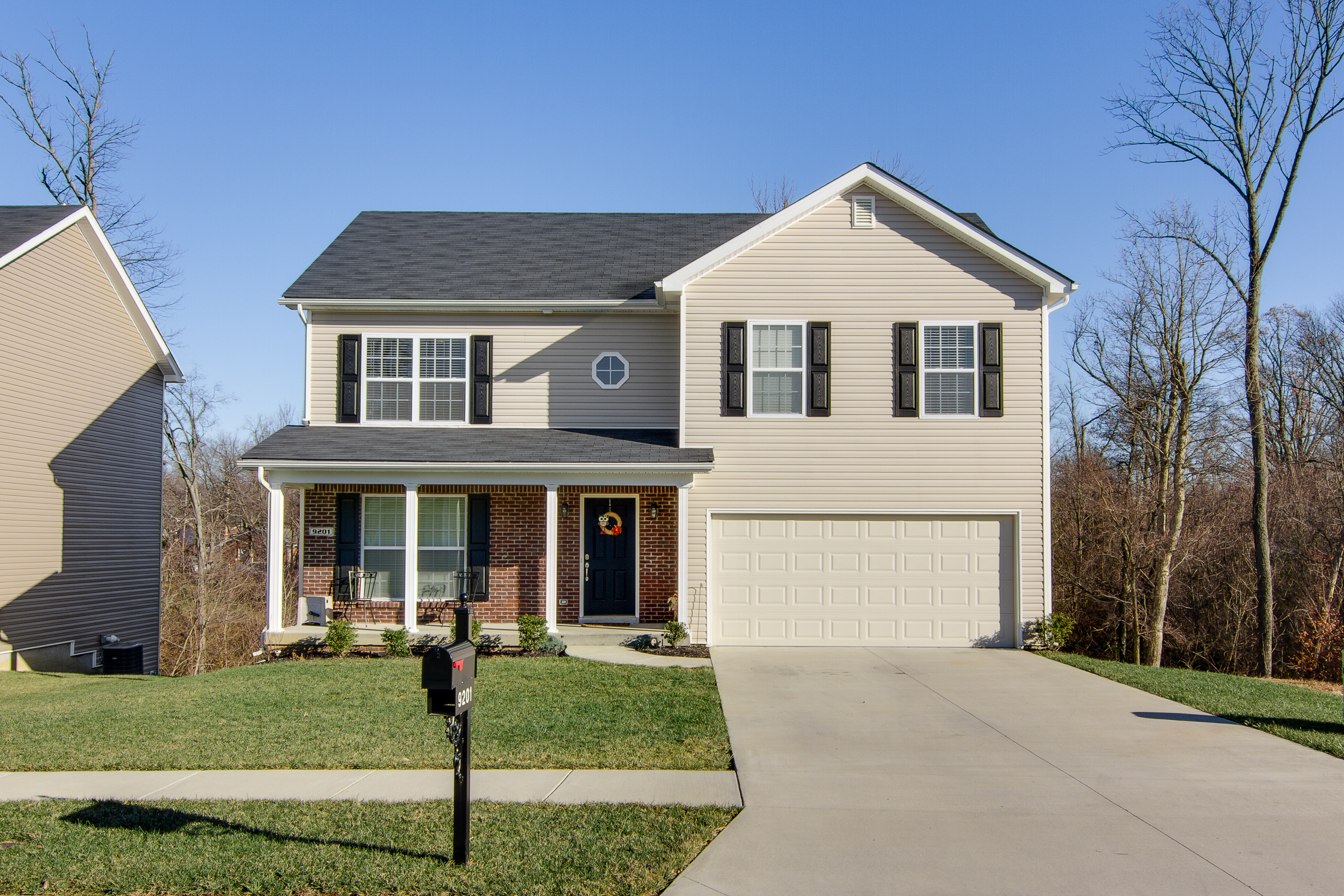 9201 River Trail Drive Louisville, KY 40229