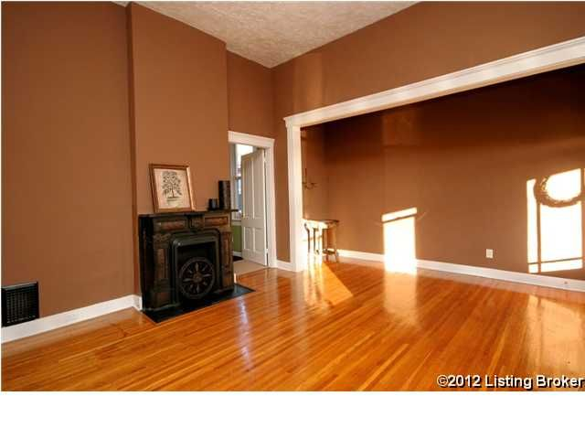 925 E Oak St Louisville, KY 40203 Living Room