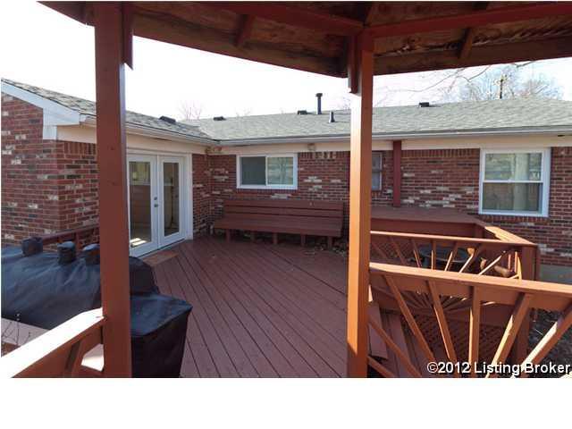 9613 Walnutwood Way Louisville, Kentucky 40299 Deck