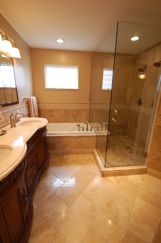 Forest Springs Homes Master Bathroom Louisville, Kentucky