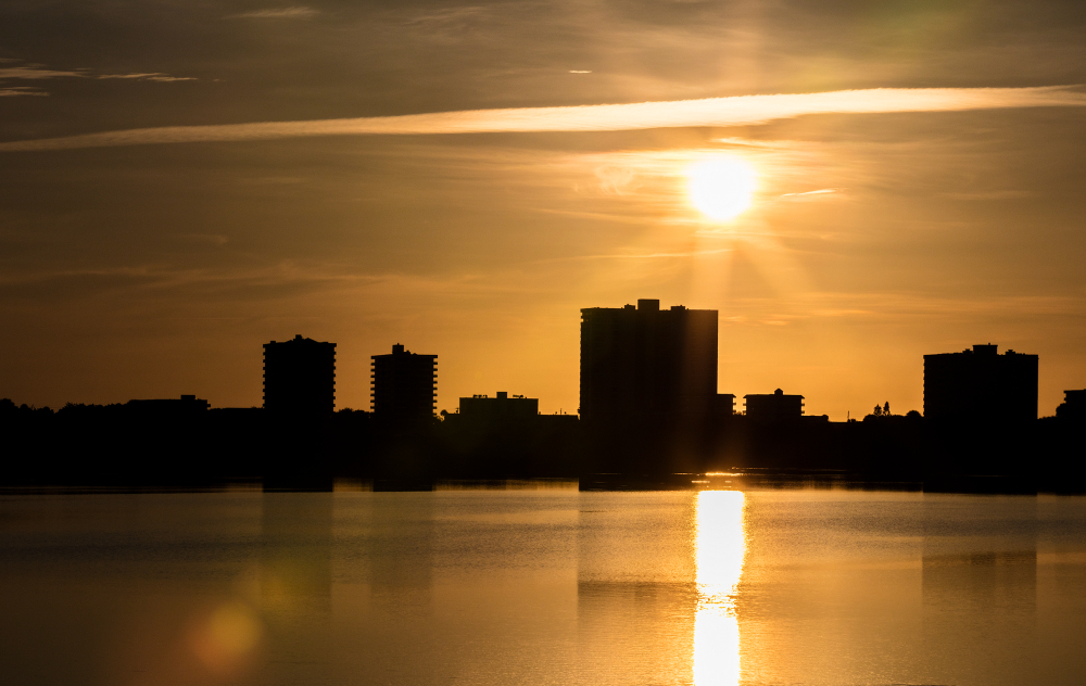 why should I live in Daytona Beach Shores, Fl?