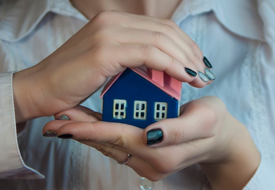 hands-hold-carefully-a-small-house-build-a-frame-around-hold-buy-real-estate-success-earn-wealth