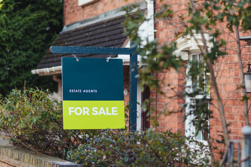 a-photo-of-a-for-sale-sign-erected-by-an-estate-agents-for-real-estate-business-to-allow-people-to
