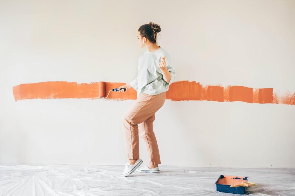 wall-painting-home-woman-renovation