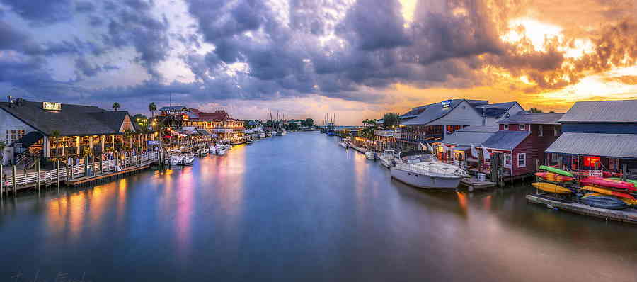 Shem creek, Mount Pleasant at Sunset with Boats
