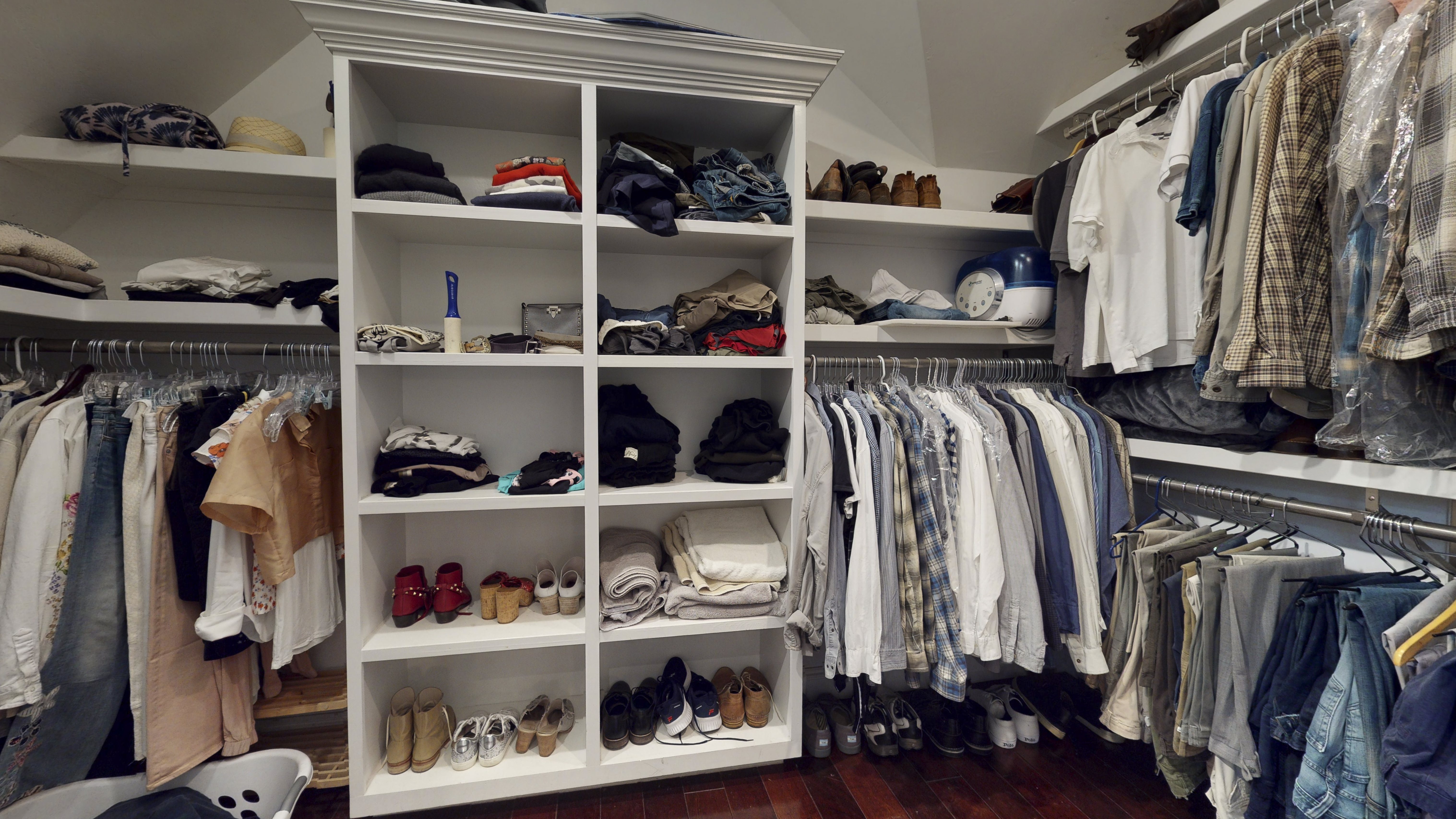 125-E-Homestead-Drive-master-closet