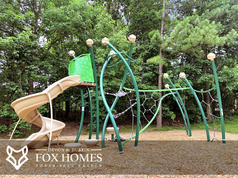Centreville Community with childrens playgrounds