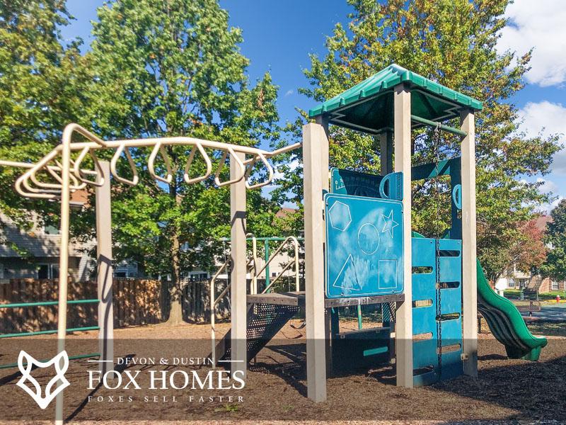 Lee Overlook Apartments playground