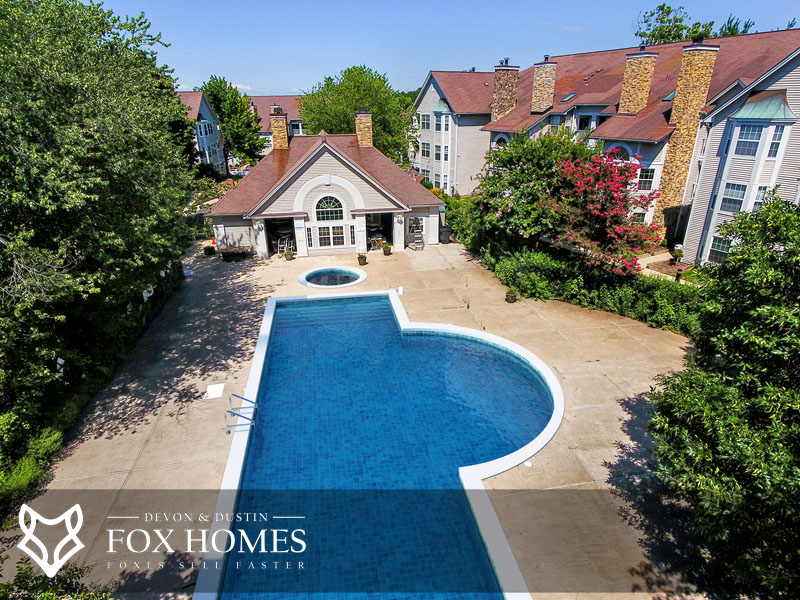 Willoughbys Ridge Centreville pool real estate