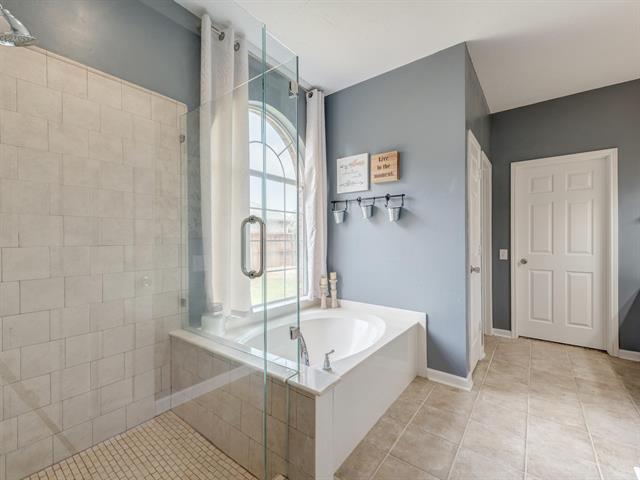 5 Bedroom in Chase Oaks Addition Keller TX