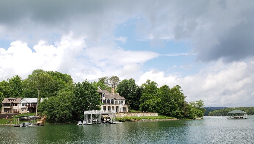 10 Things to Know About Buying Lakefront Property