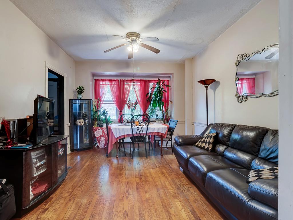 400 West 23rd Street Wilmington Living Room