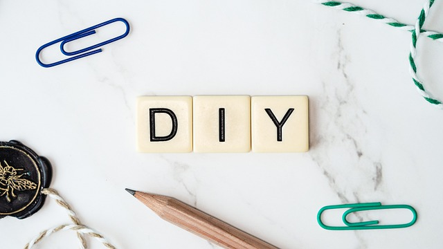the letters DIY on a white background