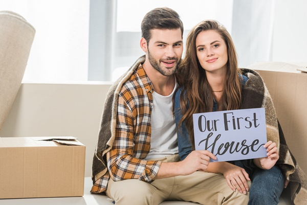 couple buying their first scottsdale house