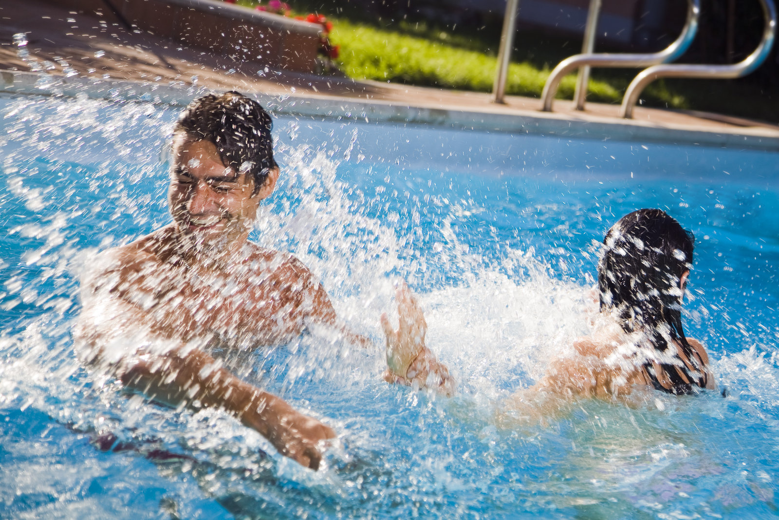 scottsdale swimming pool couple splashing