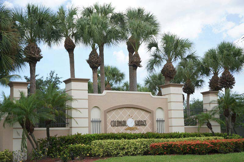 Colonial Shores Neighborhood Sign in Fort Myers, Florida