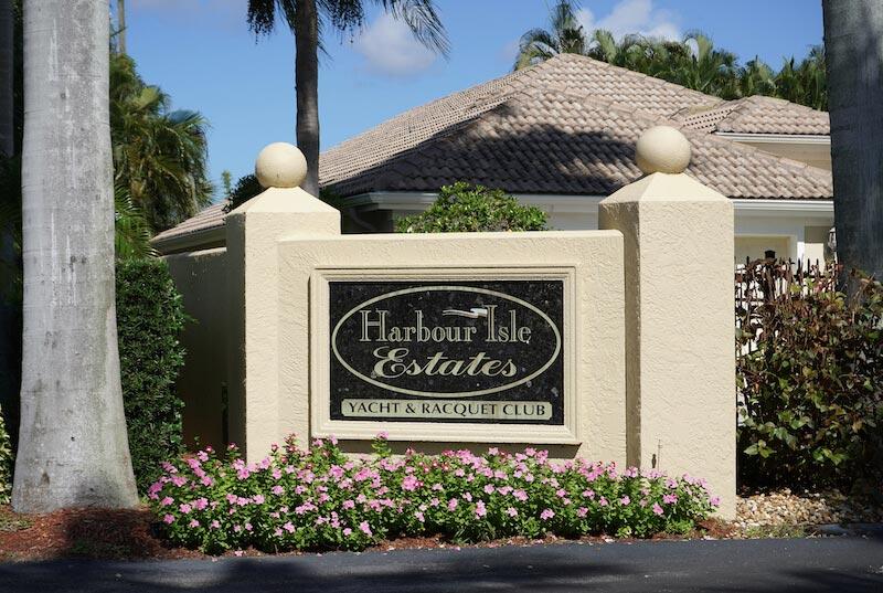 Harbour Isle Estates Neighborhood Sign in Fort Myers, Florida