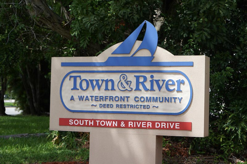 Town & River Neighborhood Sign in Fort Myers, Florida