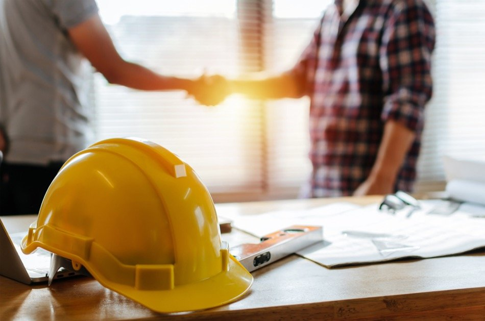 When Should Homeowners Hire a Contractor?