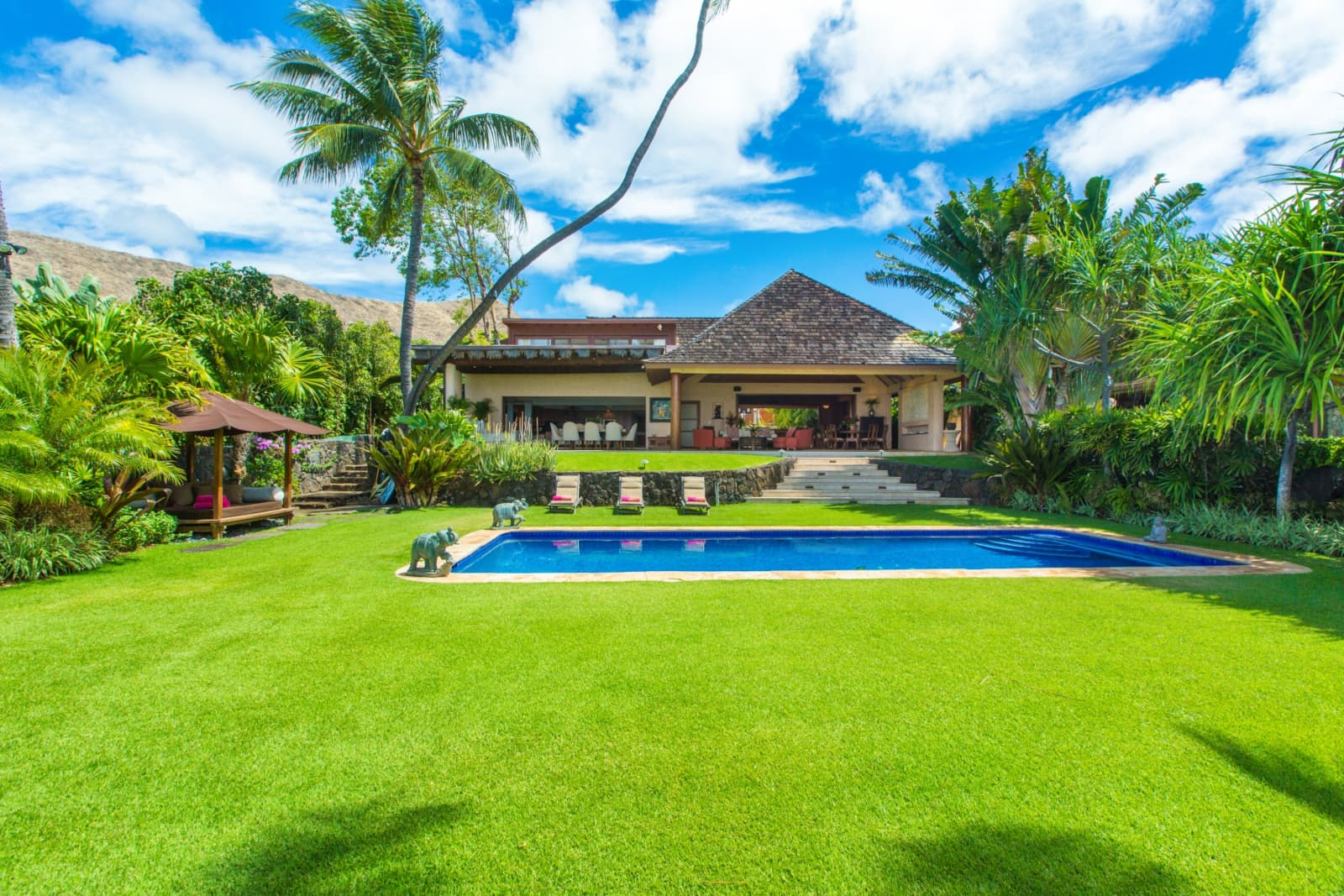 Luxury Single Family Home With Wide Open Lawn On Oahu