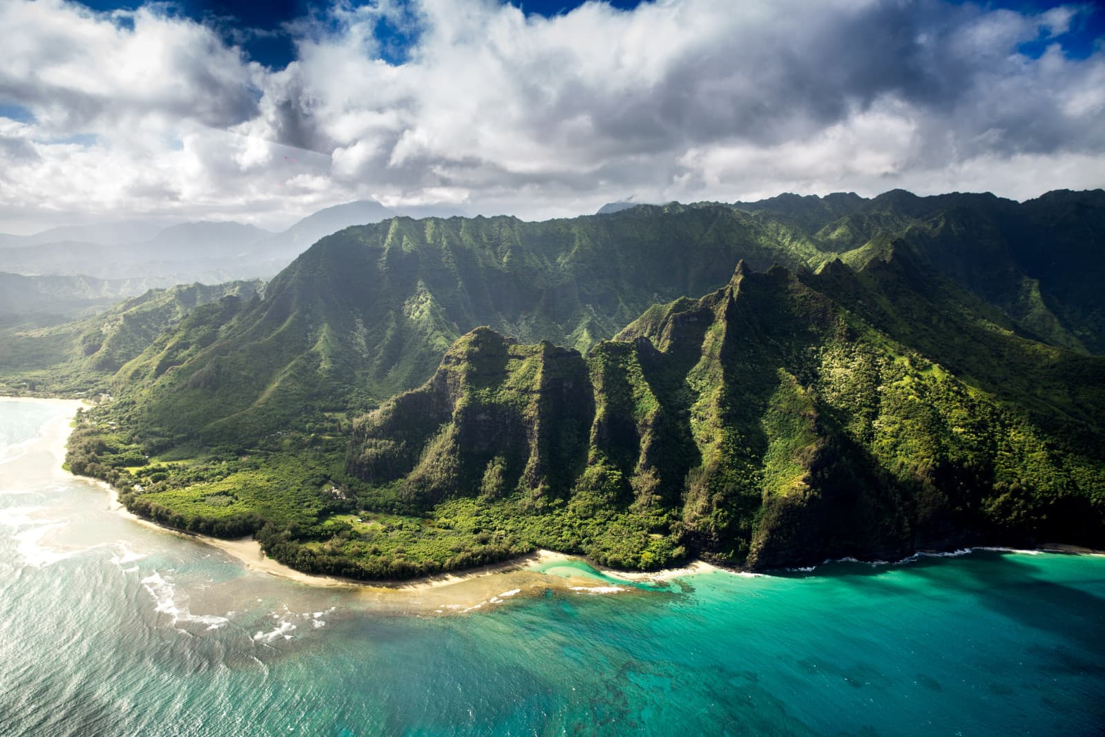 Spectacular view of Hawaiian mountains and coastline