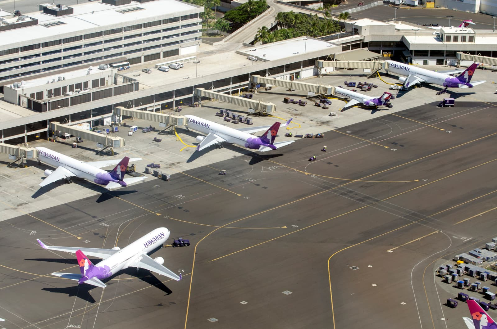 Airplanes at the airport in Honolulu