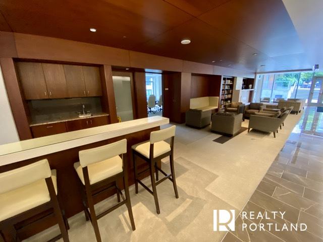 Metropolitan Condos Lounge