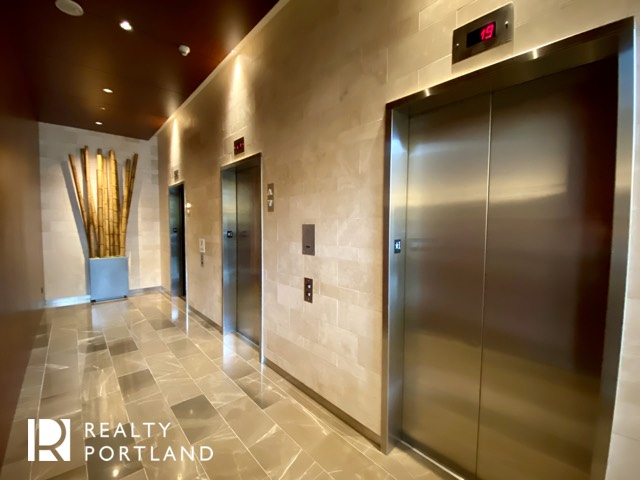 Metropolitan Condos Elevators