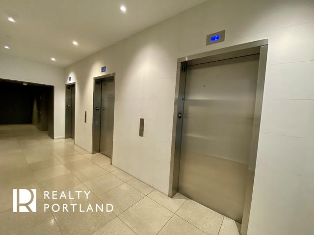 Vista Condos Elevator Lobby
