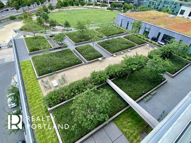 Vista Condos Rooftop Deck