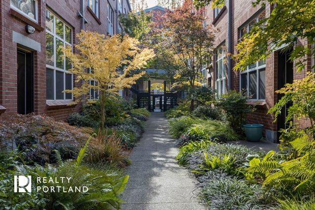 Pearl Lofts Courtyard
