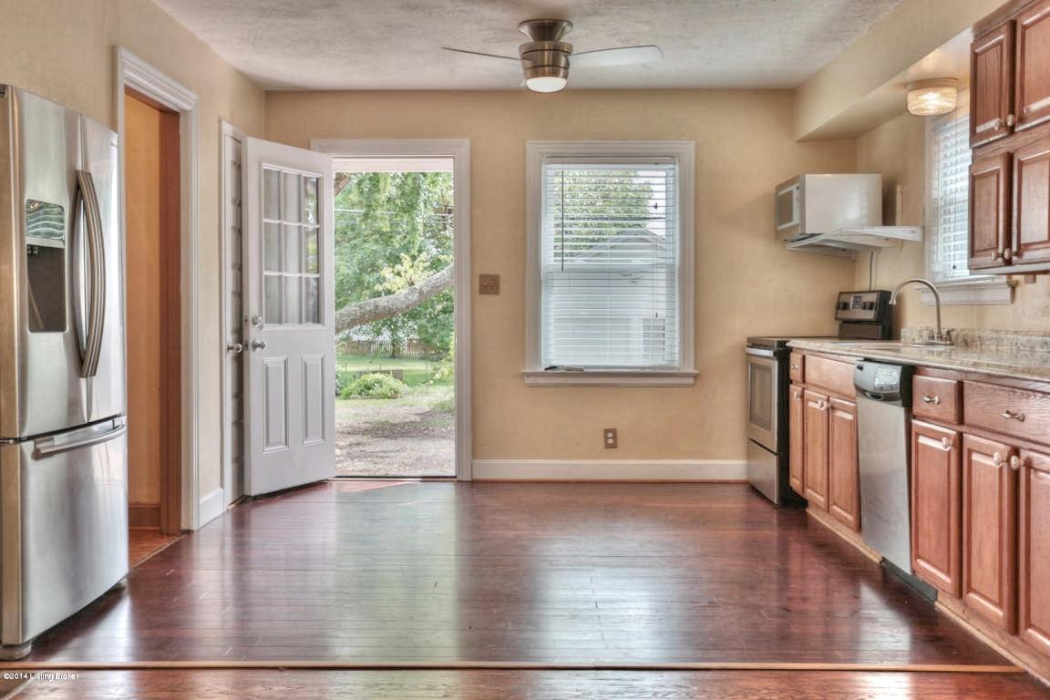 3406 Hycliffe Ave Louisville, KY 40207 Kitchen