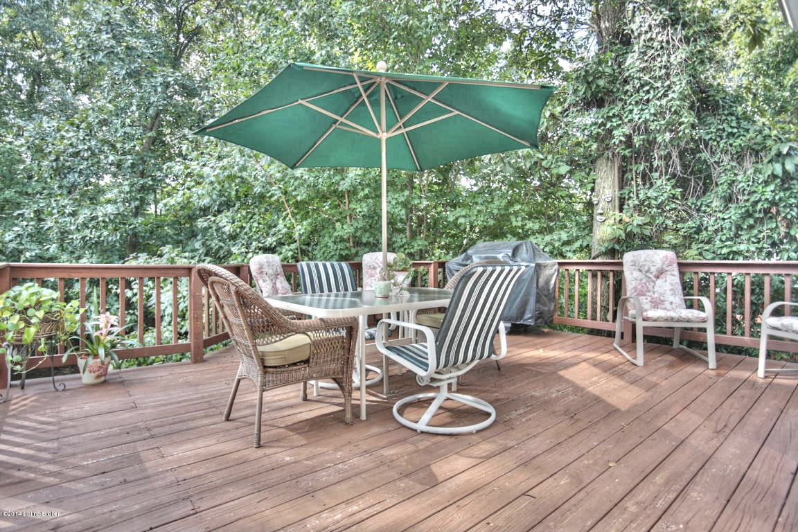 7206 Trail Ridge Ct Louisville, KY 40241 Deck