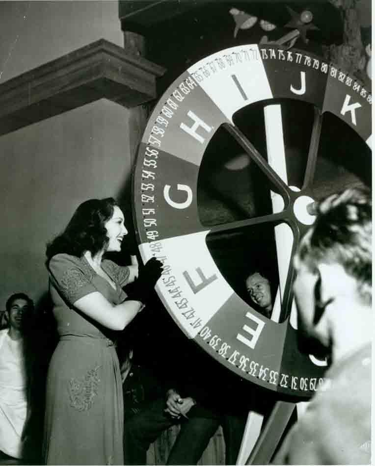 Linda Darnell at Hollywood Canteen photo