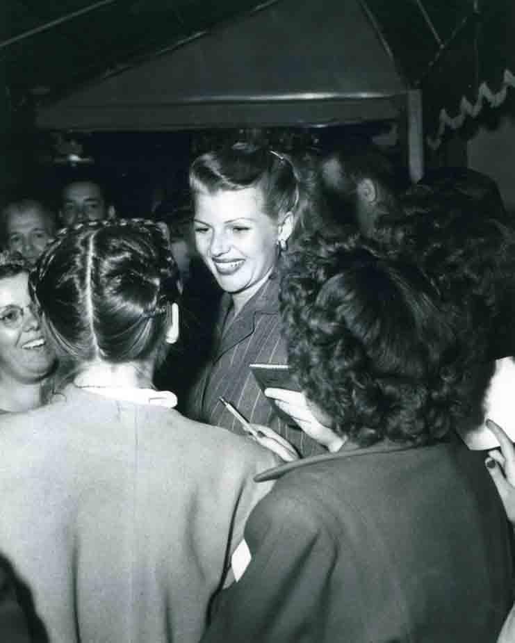 Rare photo Rita Hayworth at Mocambo nightclub