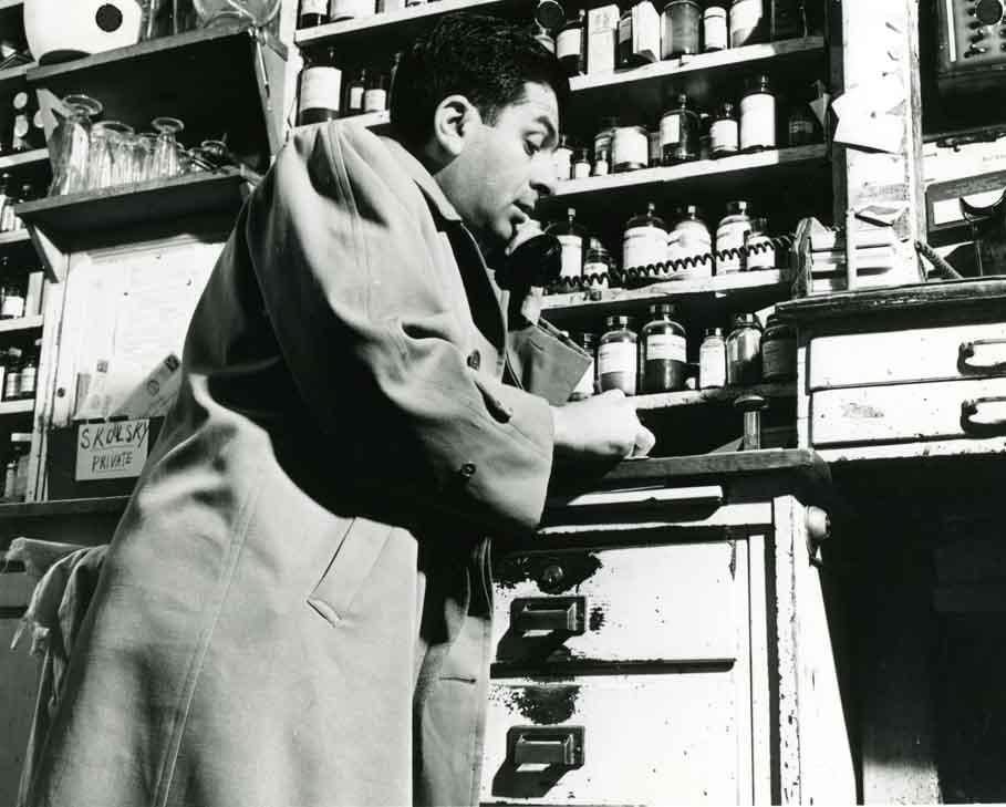 Sidney Skolsky at Schwab's Pharmacy