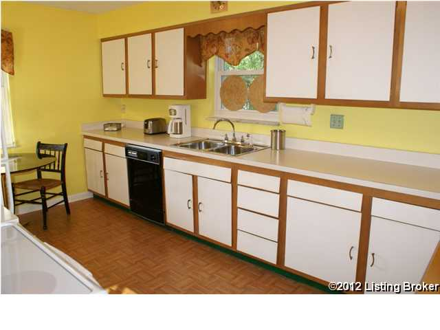 410 Chenoweth Lane kitchen
