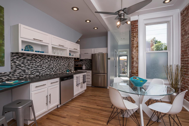 1637 Gaylord kitchen