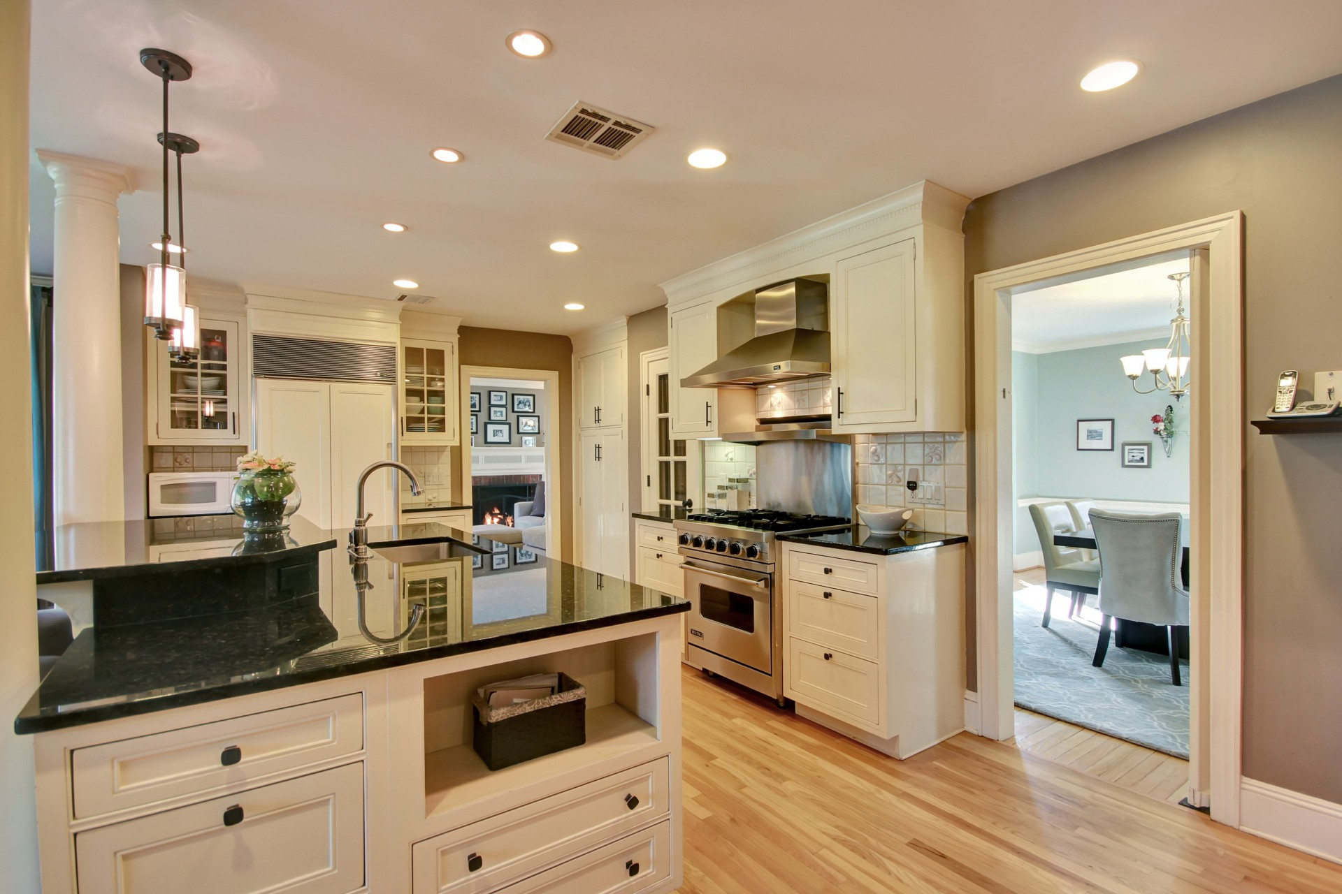 30 Colonial Way Kitchen