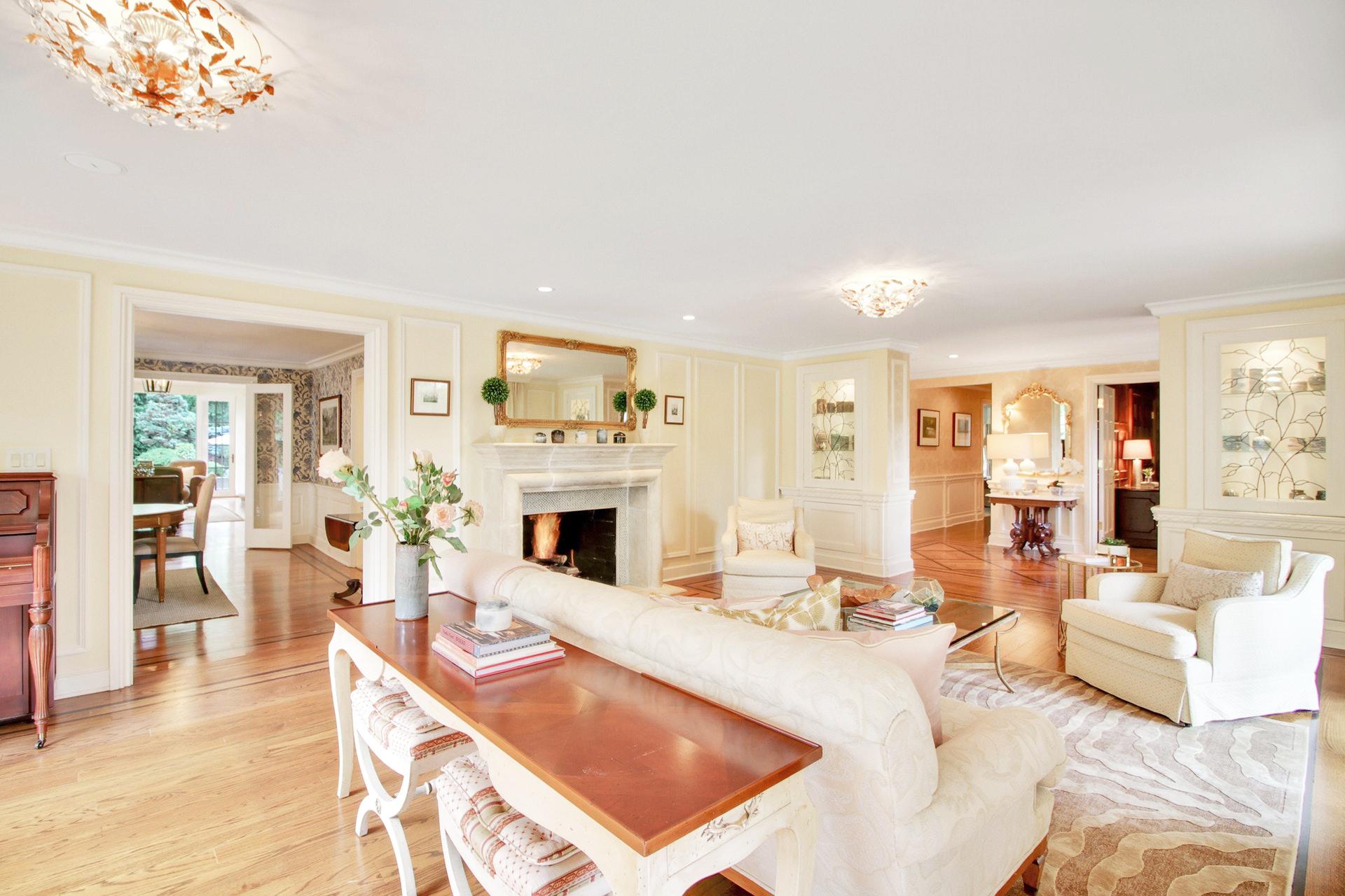 135 Stewart Drive Living Room