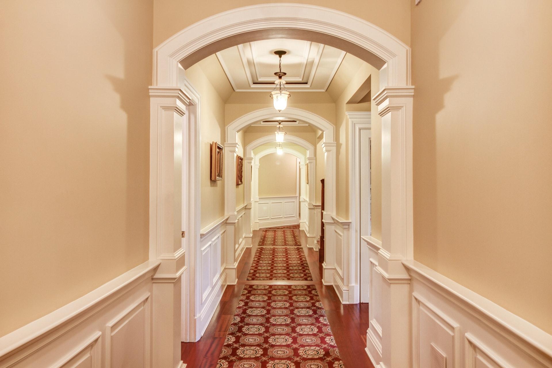 16 Pond View Hallway