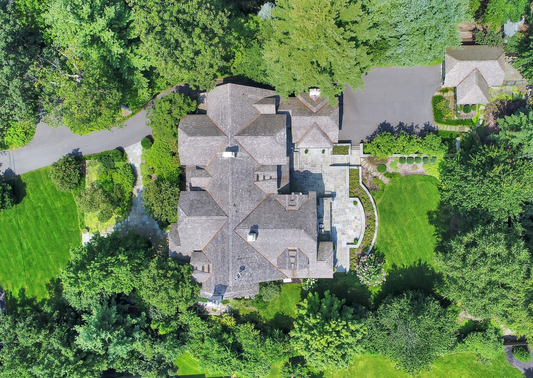 20 Adams Avenue Aerial View of Estate