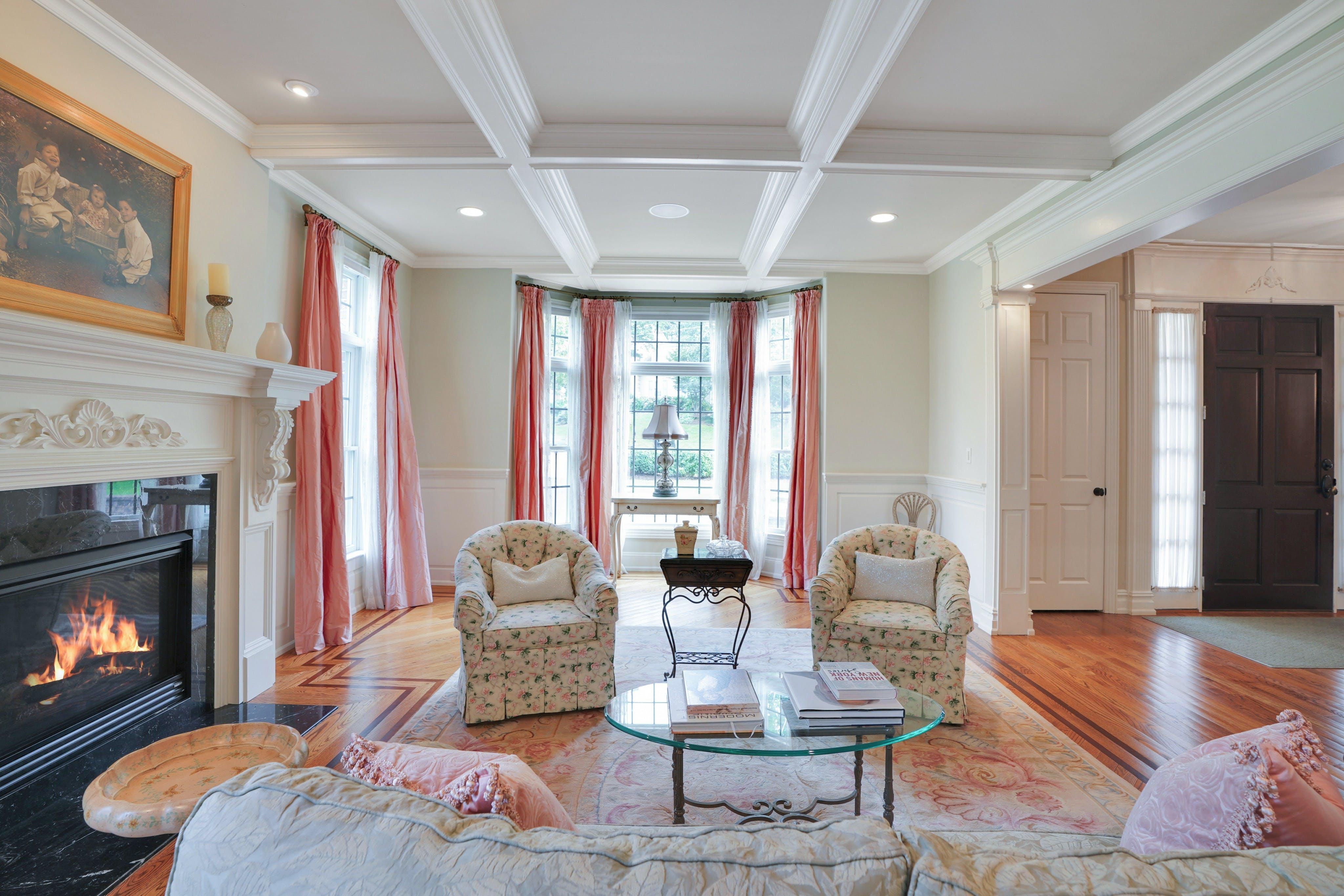 21 Saratoga - Living Room