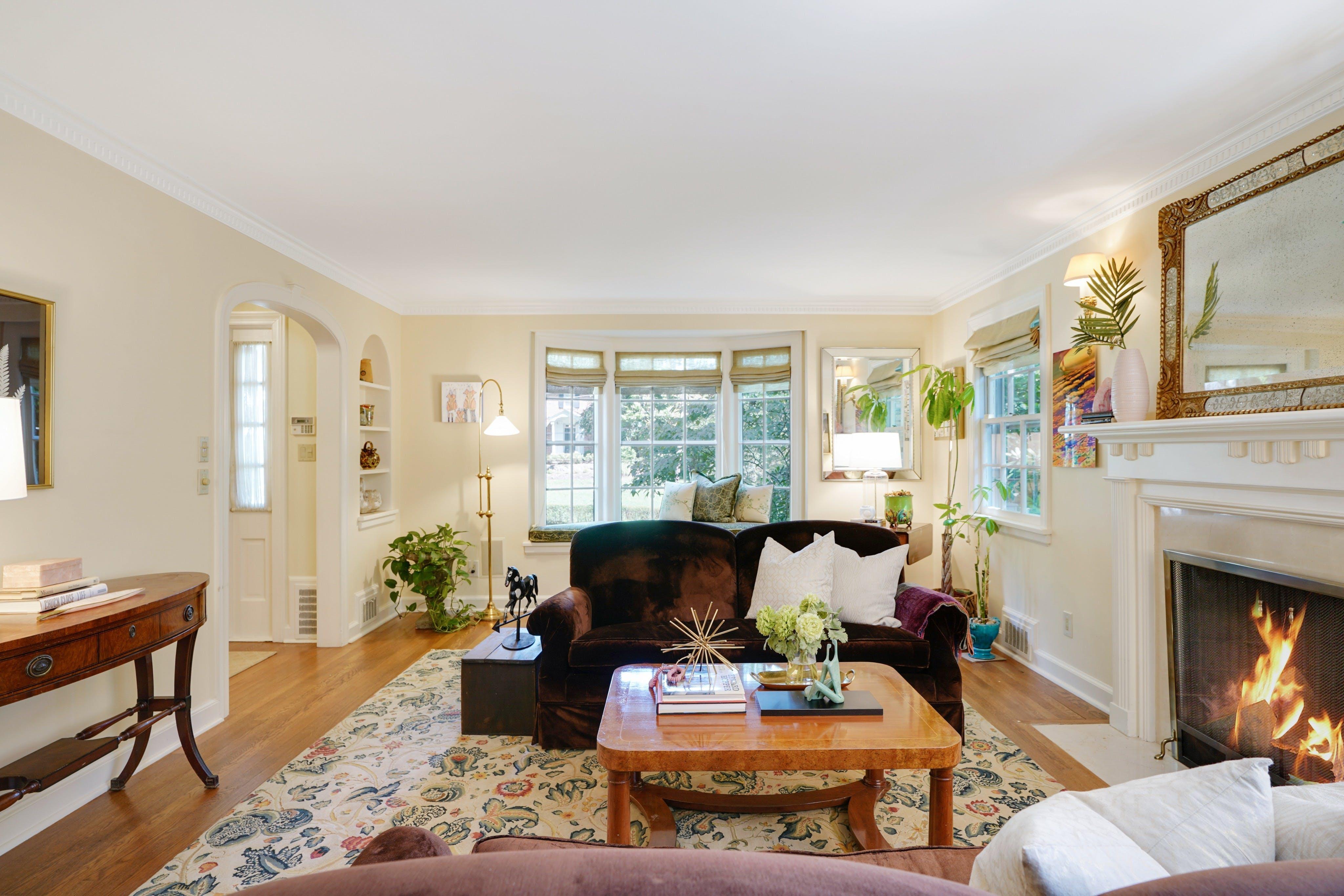 25 Knollwood Road Living Room