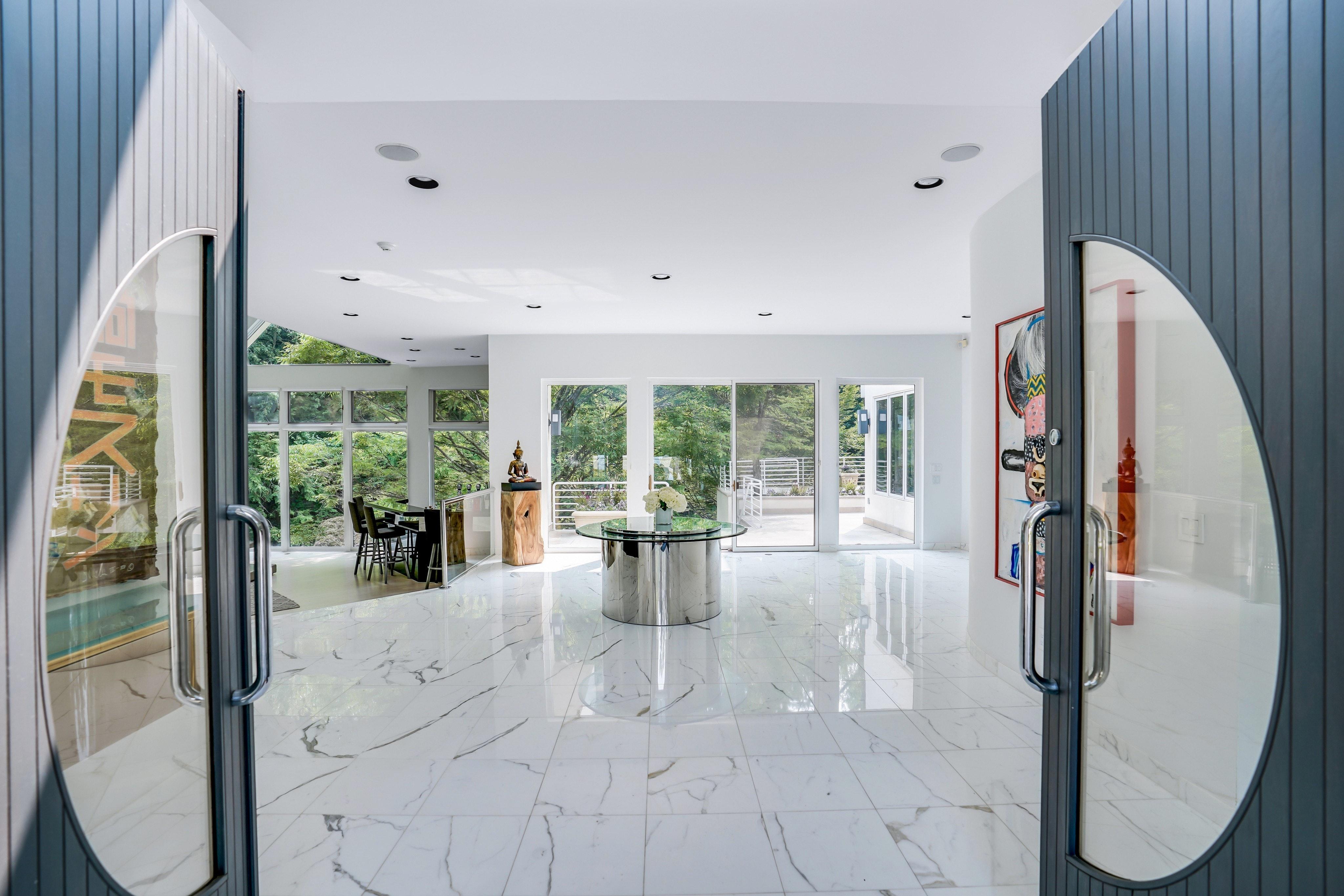 261 Hartshorn Drive Foyer