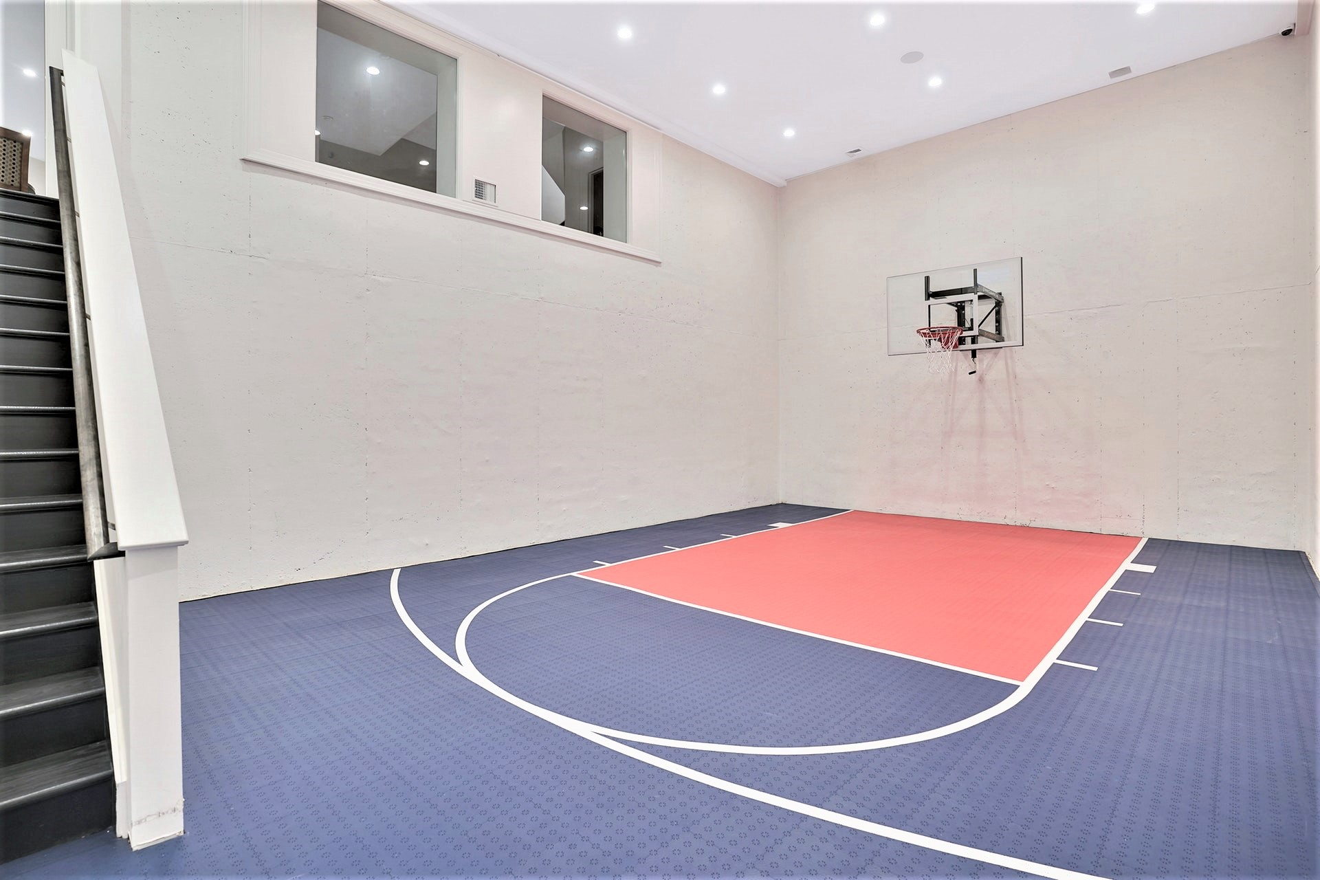 30 Jefferson Avenue Sports Court