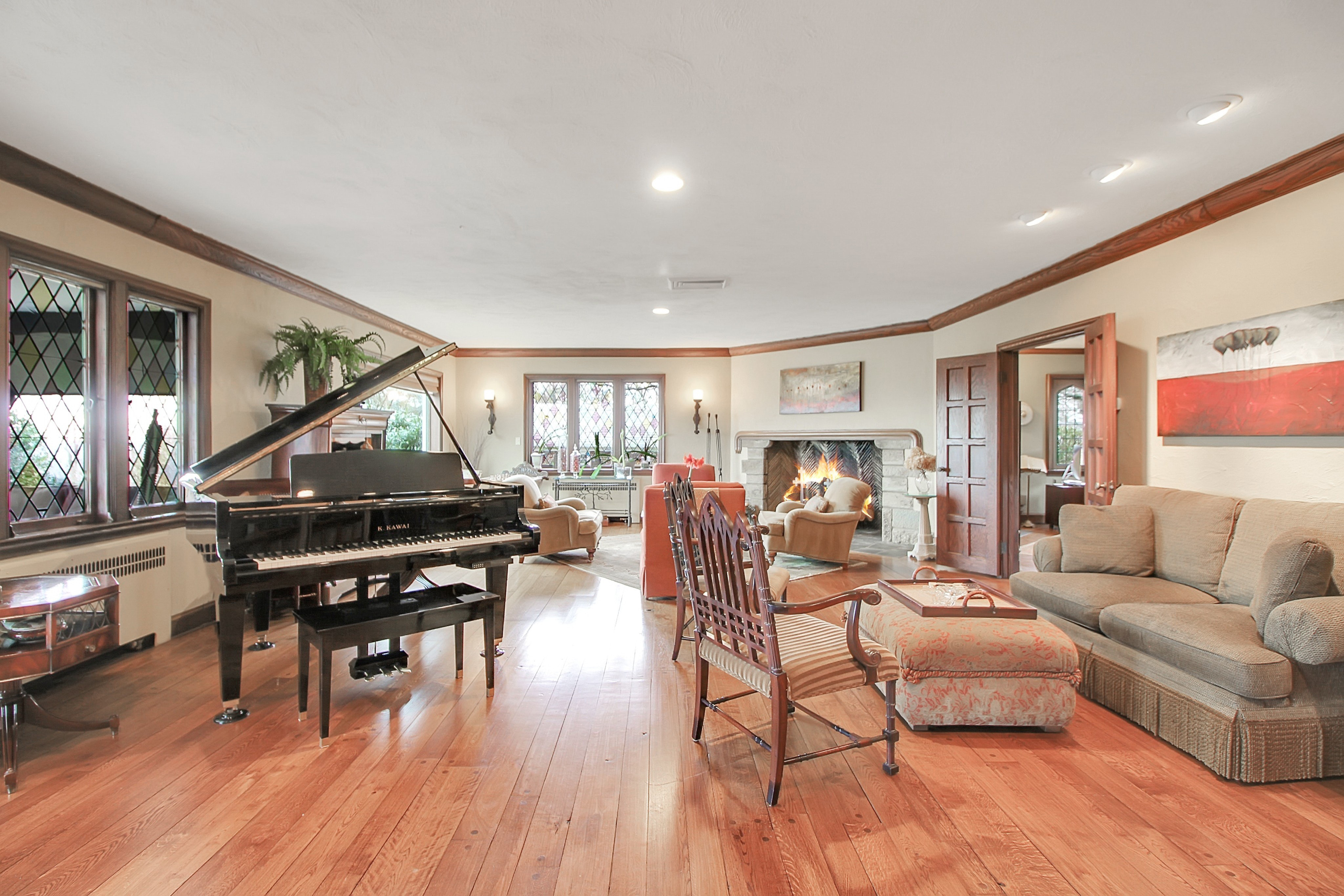 48 Crest Drive Living Room Photo