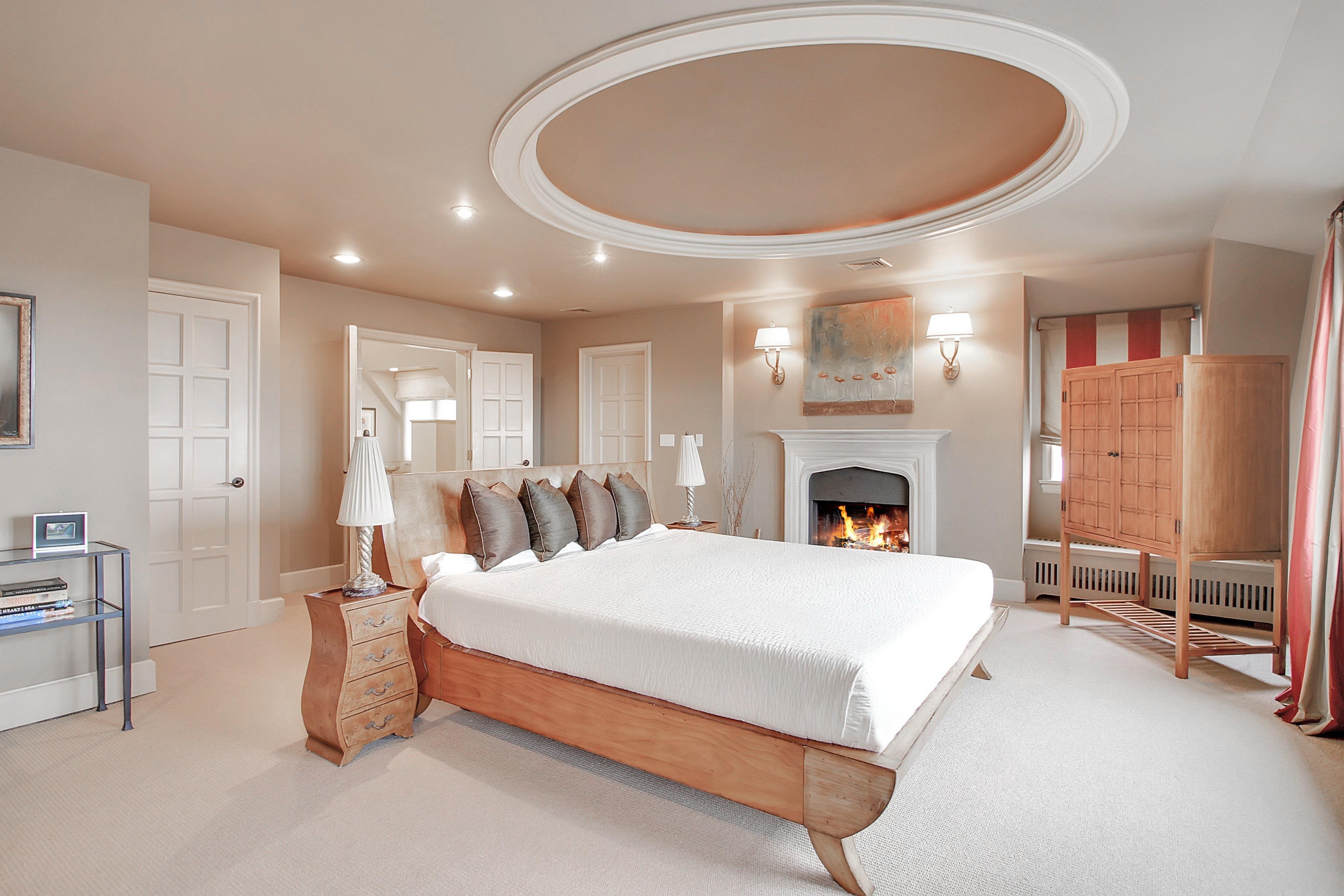 48 Crest Drive Master Bedroom Photo