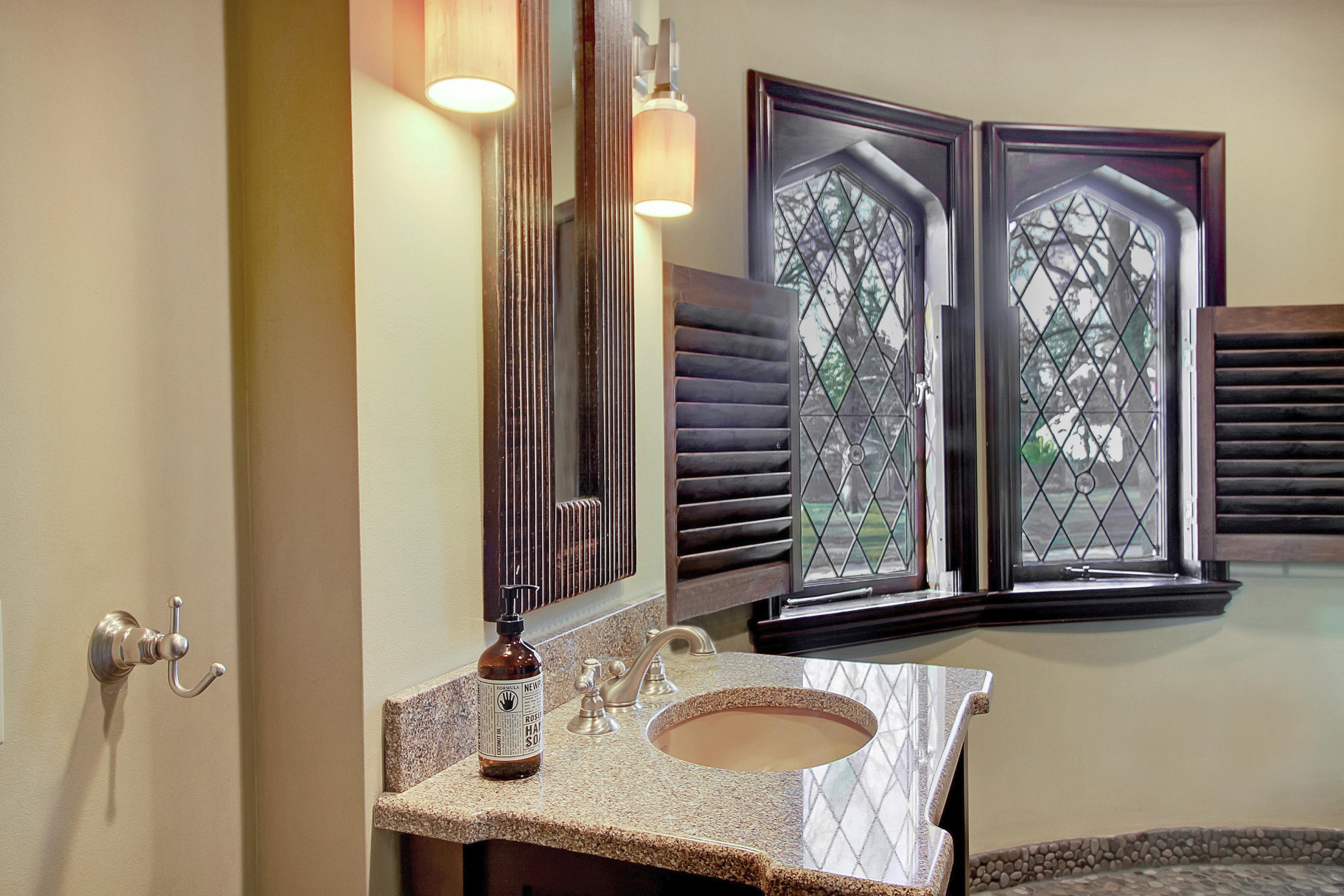 48 Crest Drive - En-Suite Bath